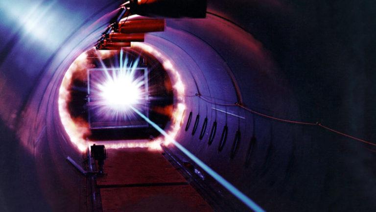 Un nuovo tipo di acceleratore di particelle compatto al plasma